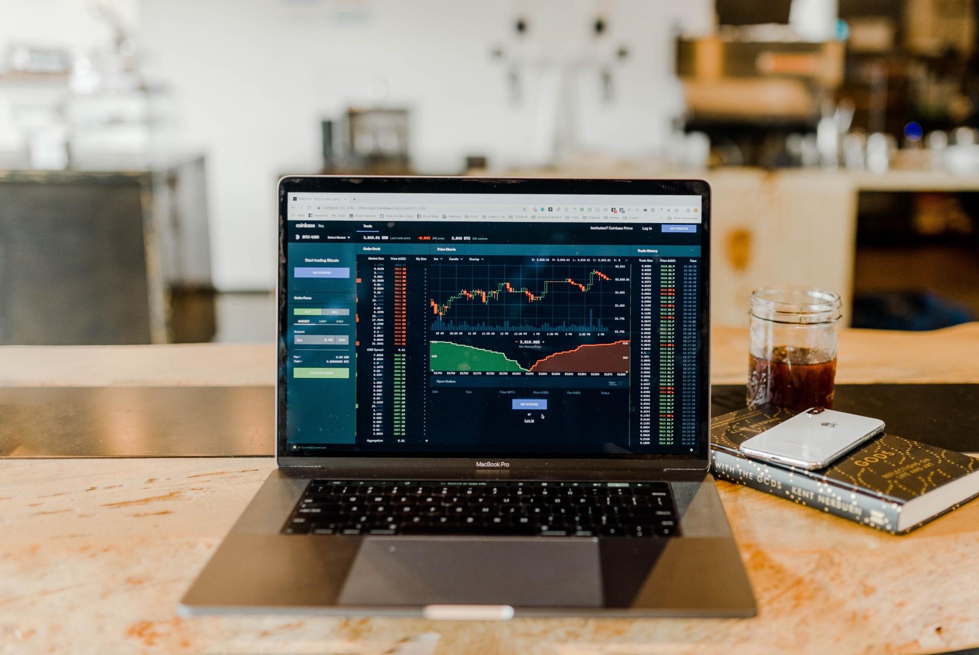 os bancos poderão, a partir da análise dos dados, desenvolver aplicativos e plataformas diferentes para oferecer serviços e produtos