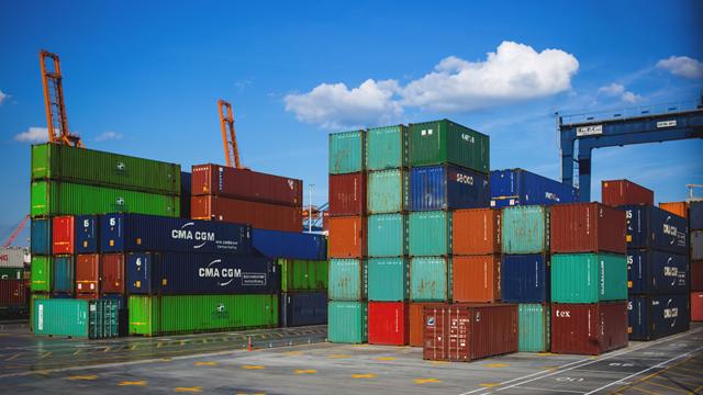 invoice é o documento usado para regularizar as exportaçãos e prestações de serviços para o exterior